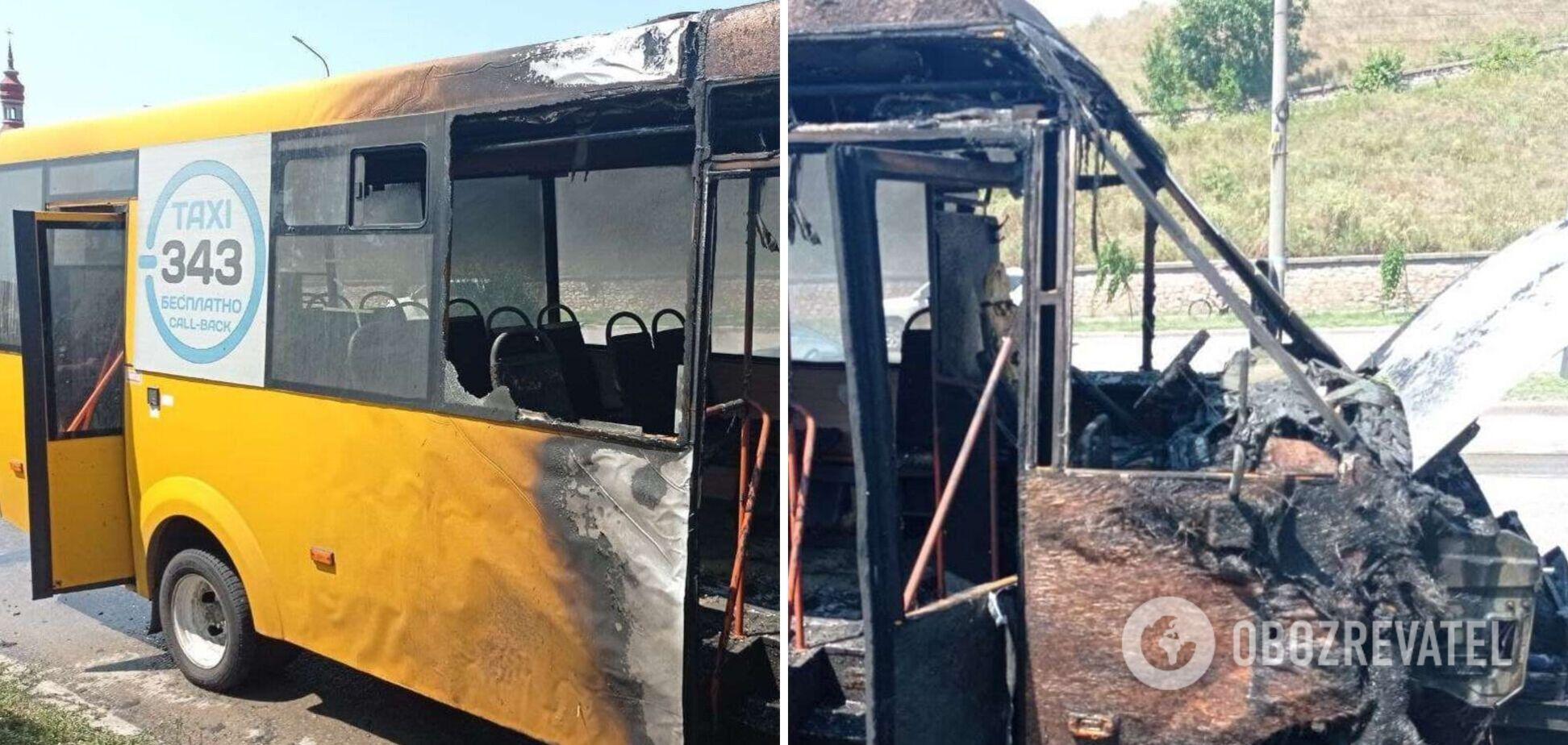 В Бердянске на ходу загорелась маршрутка с пассажирами. Фото