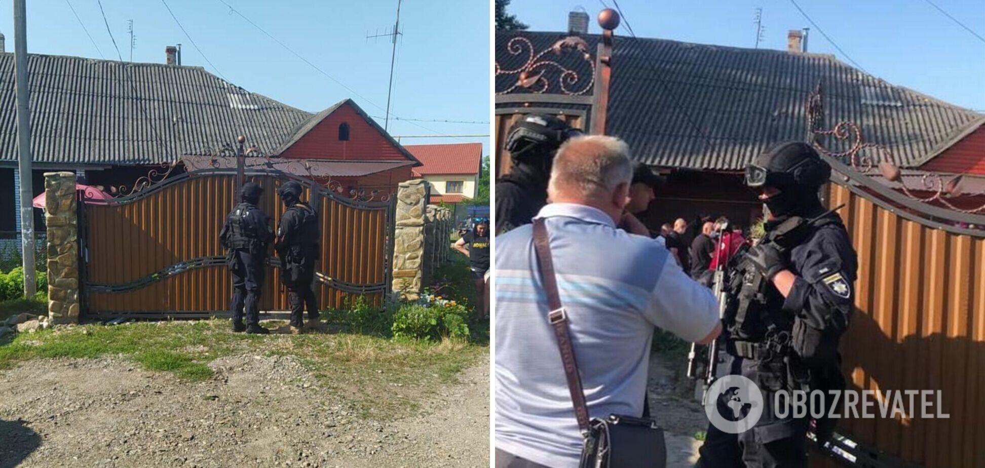 К жителю Буковины, облившему преподавателя фекалиями, на обыски нагрянул спецназ. Фото и видео