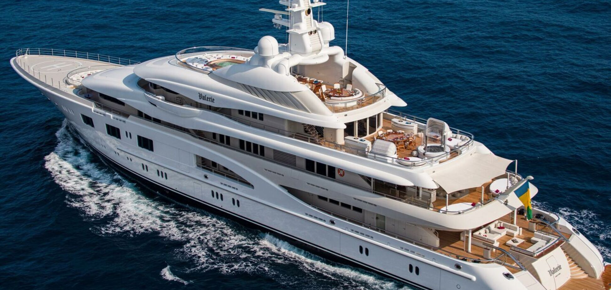 Яхта, на якій відпочивала Дженіфер Лопес, не належить Ахметову – ЗМІ