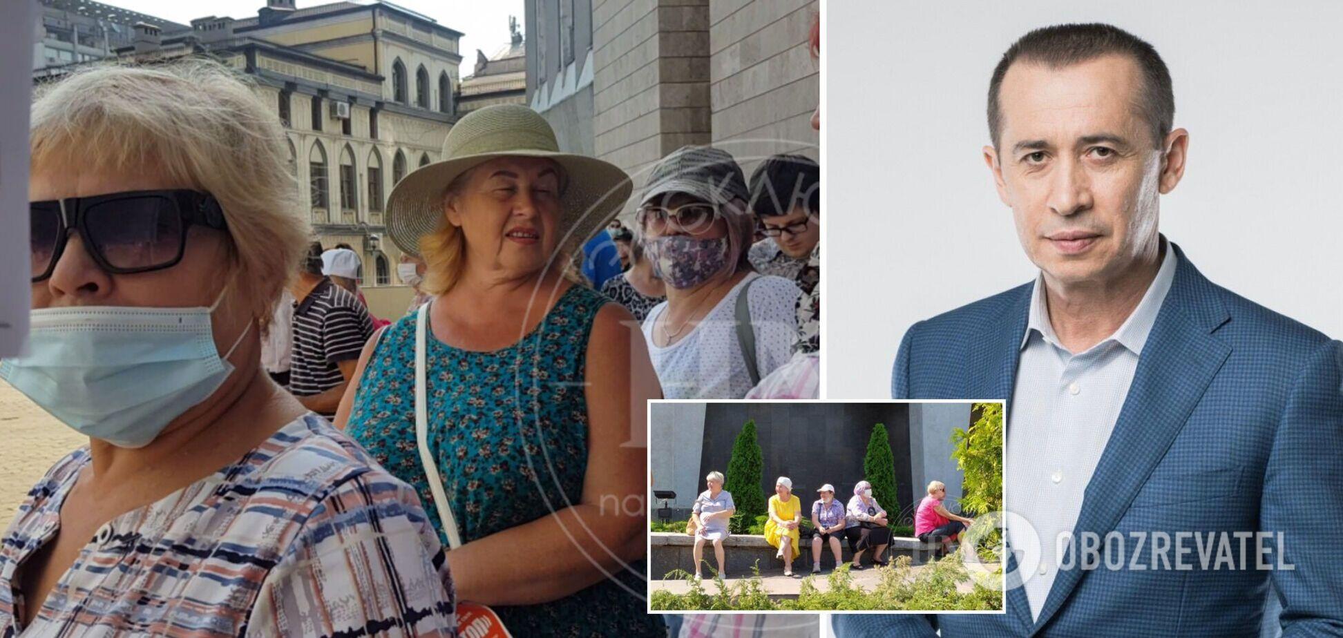 В Днепре на митинг под горсовет согнали пенсионеров: СМИ назвали 'заказчика'. Фото и видео