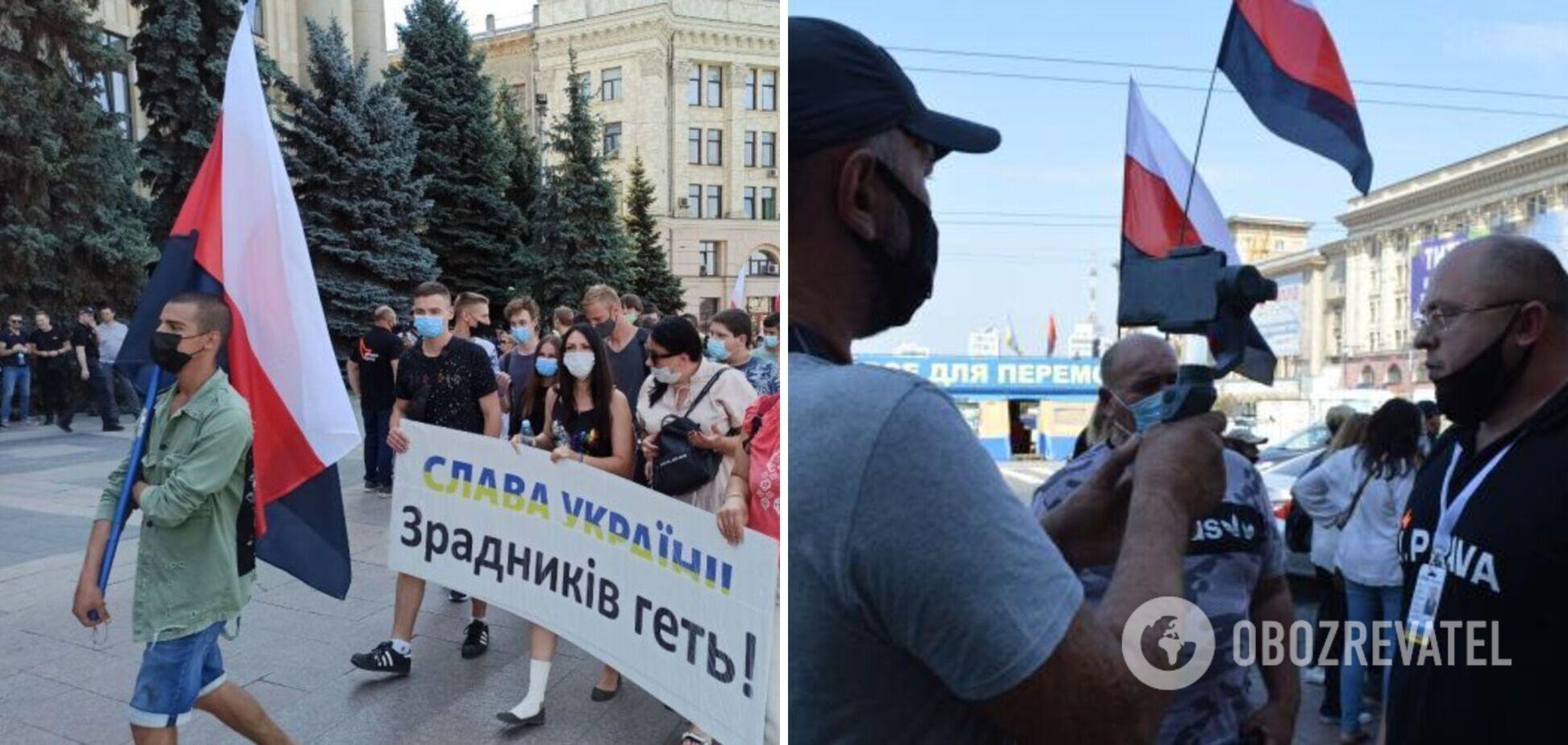 Под стенами ХОГА псевдонационалисты устроили акцию с флагами народа России. Фото