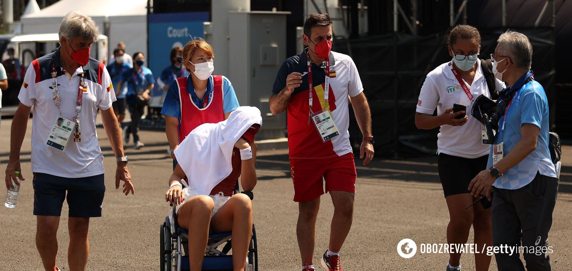 Не сыграет со Свитолиной: испанскую теннисистку на ОИ увезли с корта на коляске