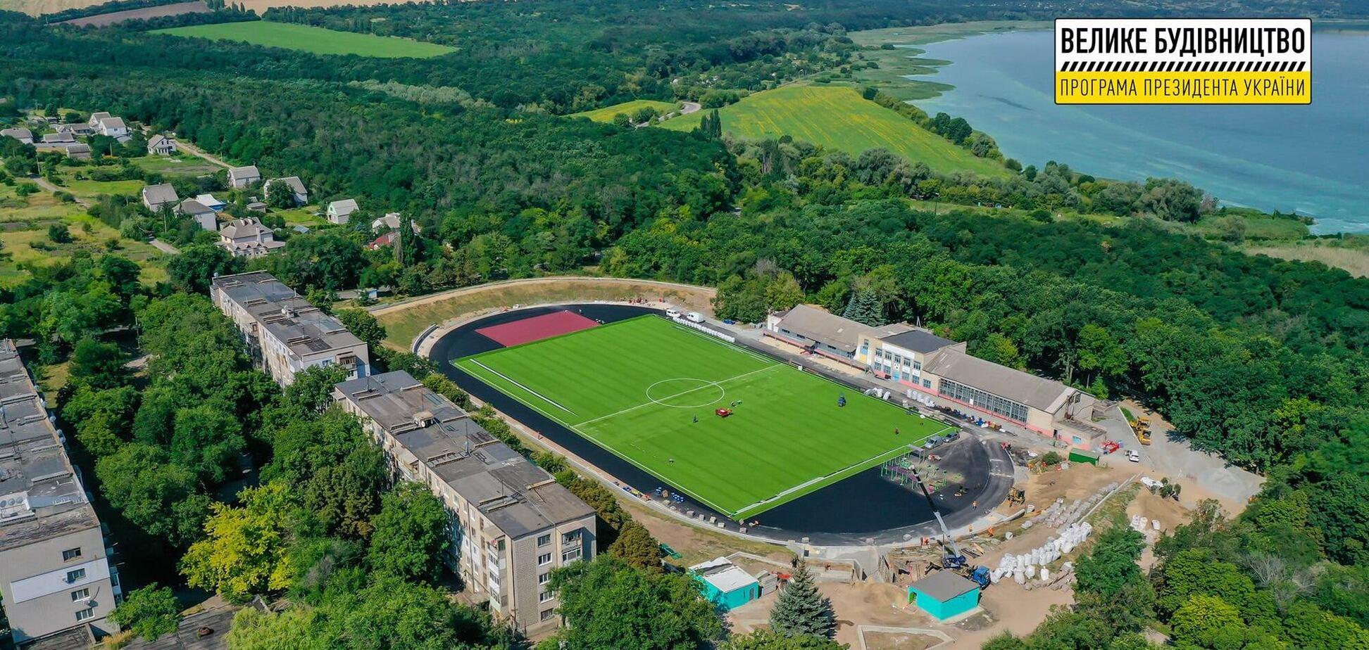 У мережі показали, як у ході 'Великого будівництва' наново створюється стадіон 'Дніпровець' біля Кам'янського