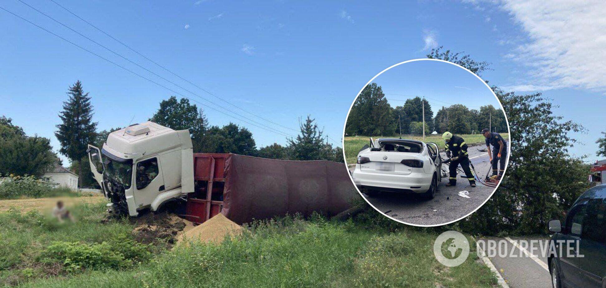 У Черкаській області легковик влетів у вантажівку, загинули троє осіб. Фото