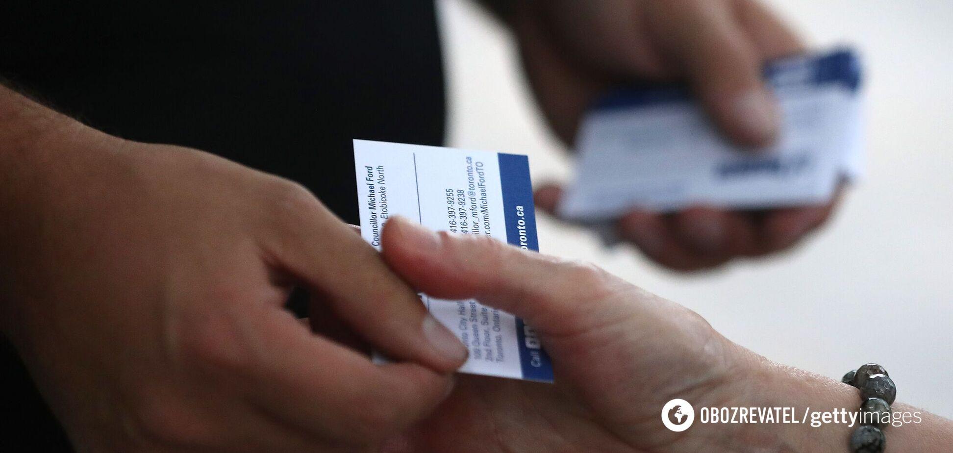 В Украине налоговая захотела взимать 18% сбор из зарплат за визитки