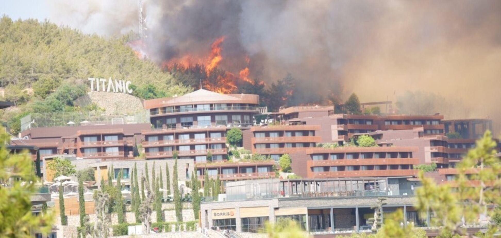 В Турции лесные пожары добрались до отелей