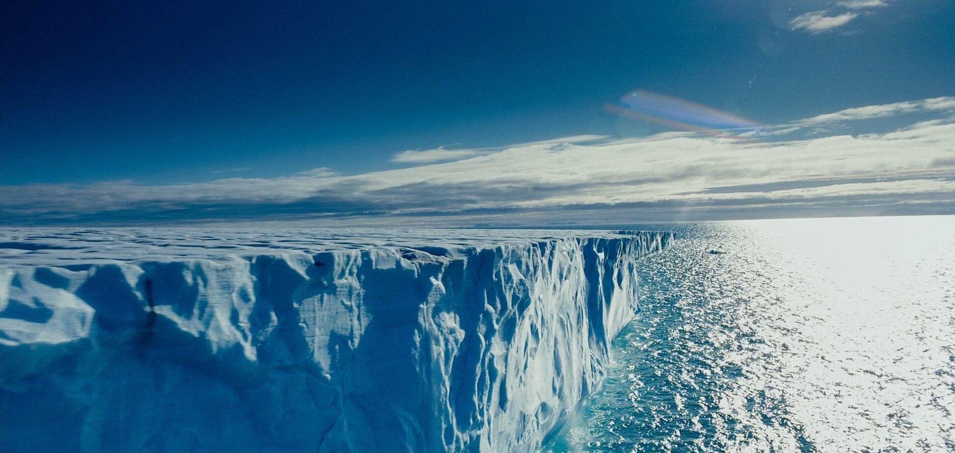 Ученые нашли 'вечные' химикатыв тающих льдах Арктики: чем они опасны
