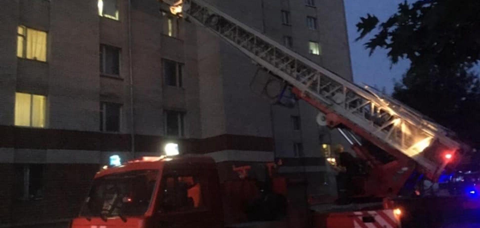 В Івано-Франківську загорілася кімната в гуртожитку: десятки студентів були евакуйовані