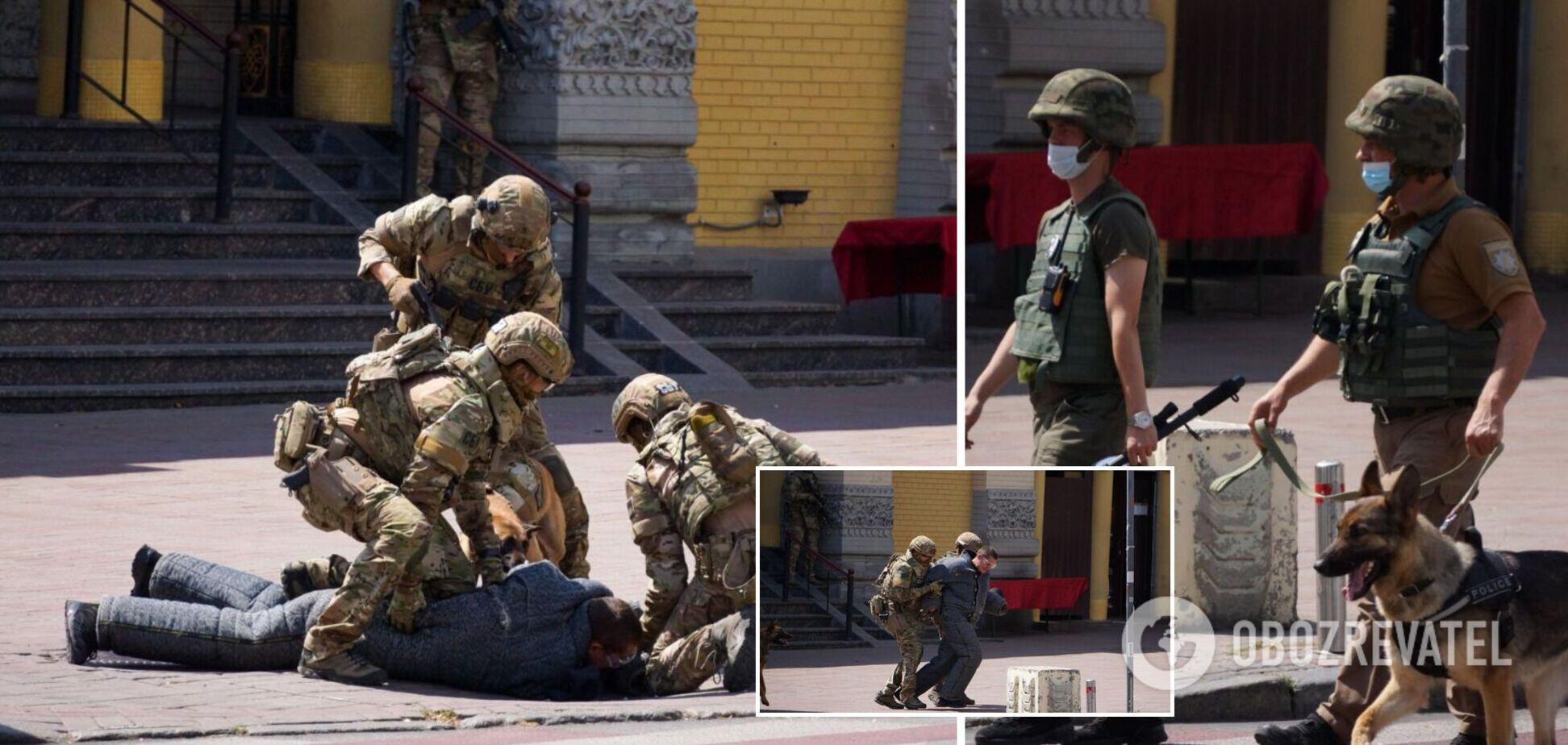 СБУ з автоматами й собаками 'ловила терористів' у центрі Києва. Фото