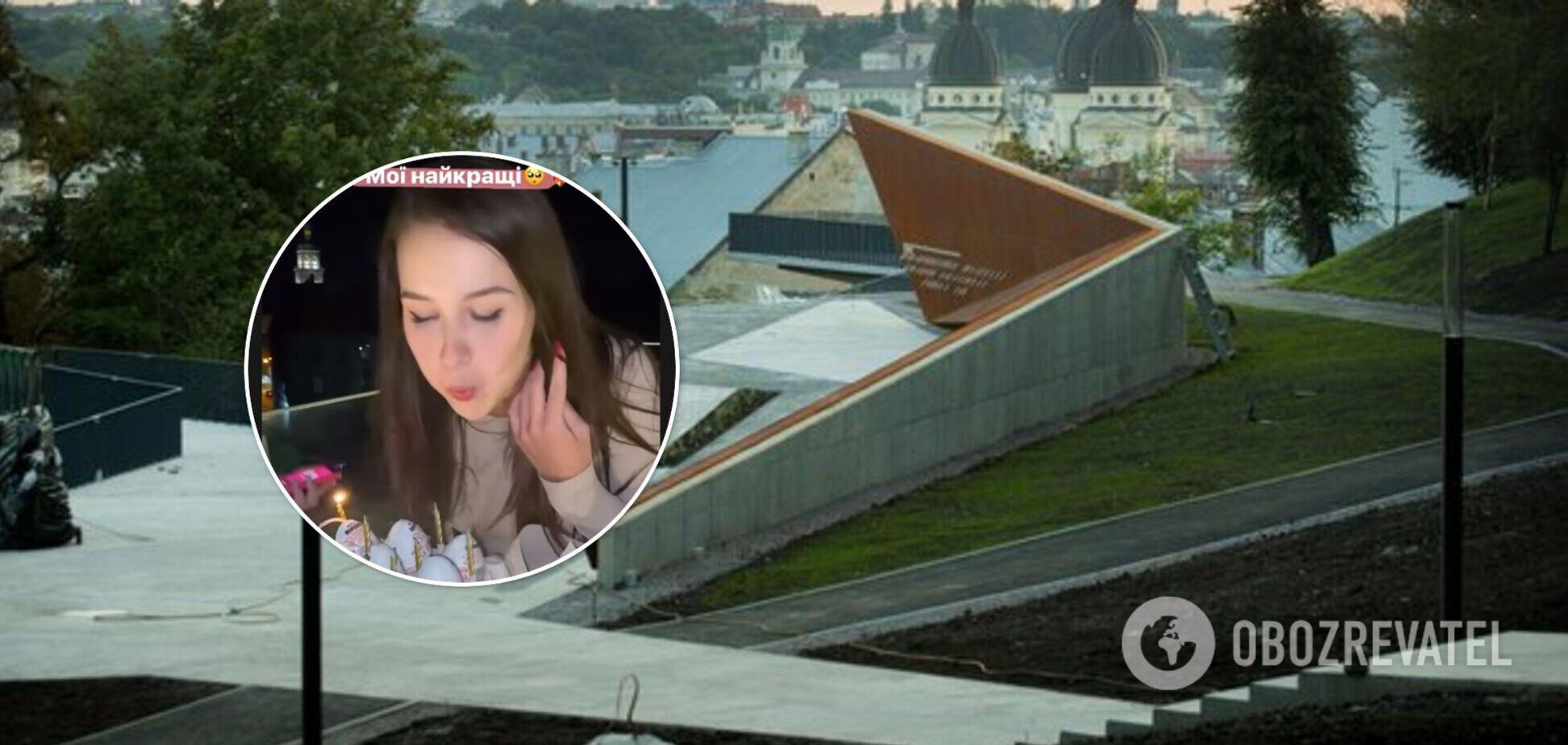 Во Львове девушки устроили вечеринку на мемориале Героев Небесной Сотни. Видео