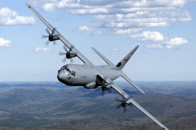 Военный самолет Lockheed C-130 Hercules