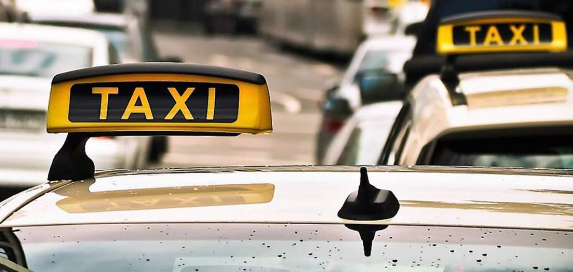 Таксиста в Киеве обвинили в нападении на клиентку из-за замечания. Видео