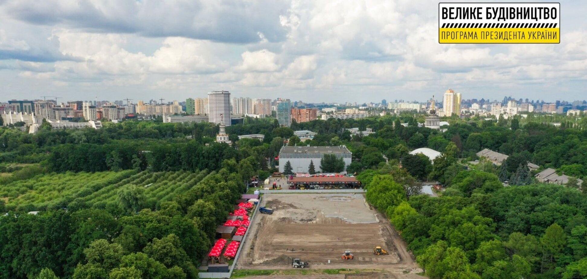 На ВНДГ продолжается строительство современного урбан-парка