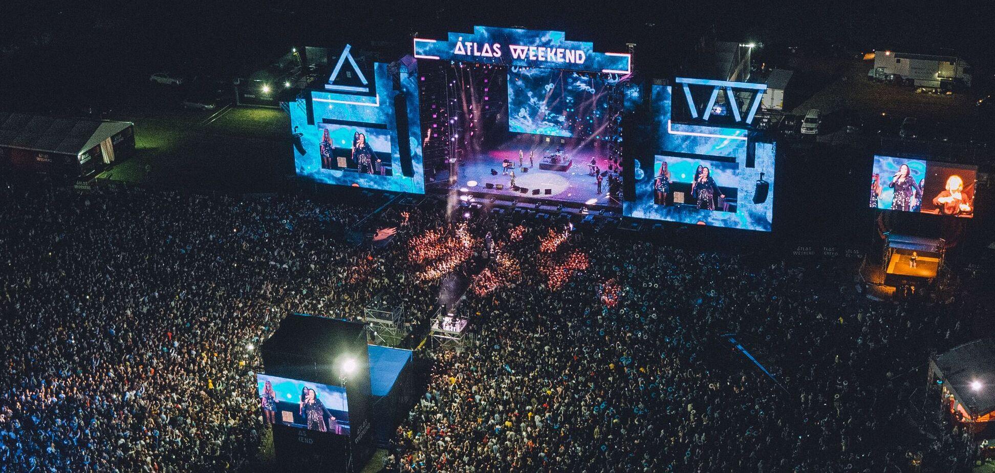 Люди співали, повертаючись після концерту української співачки