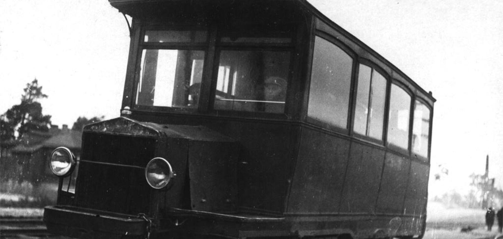 У мережі показали фото унікального трамвая, який на початку ХХ століття ходив із Києва в передмістя. Фото