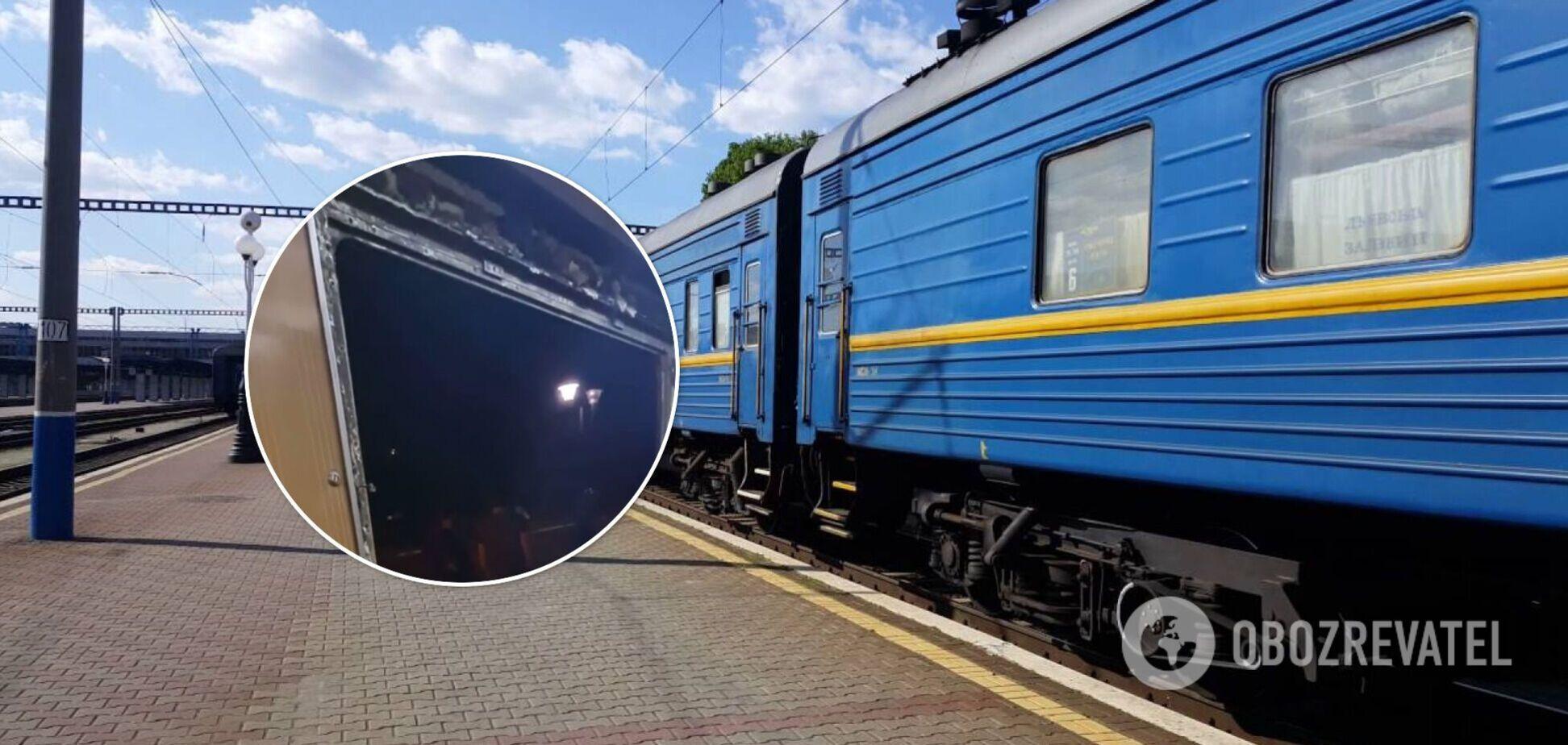 У поїзді 'Укрзалізниці' під час руху виявили, що випало вікно. Відео