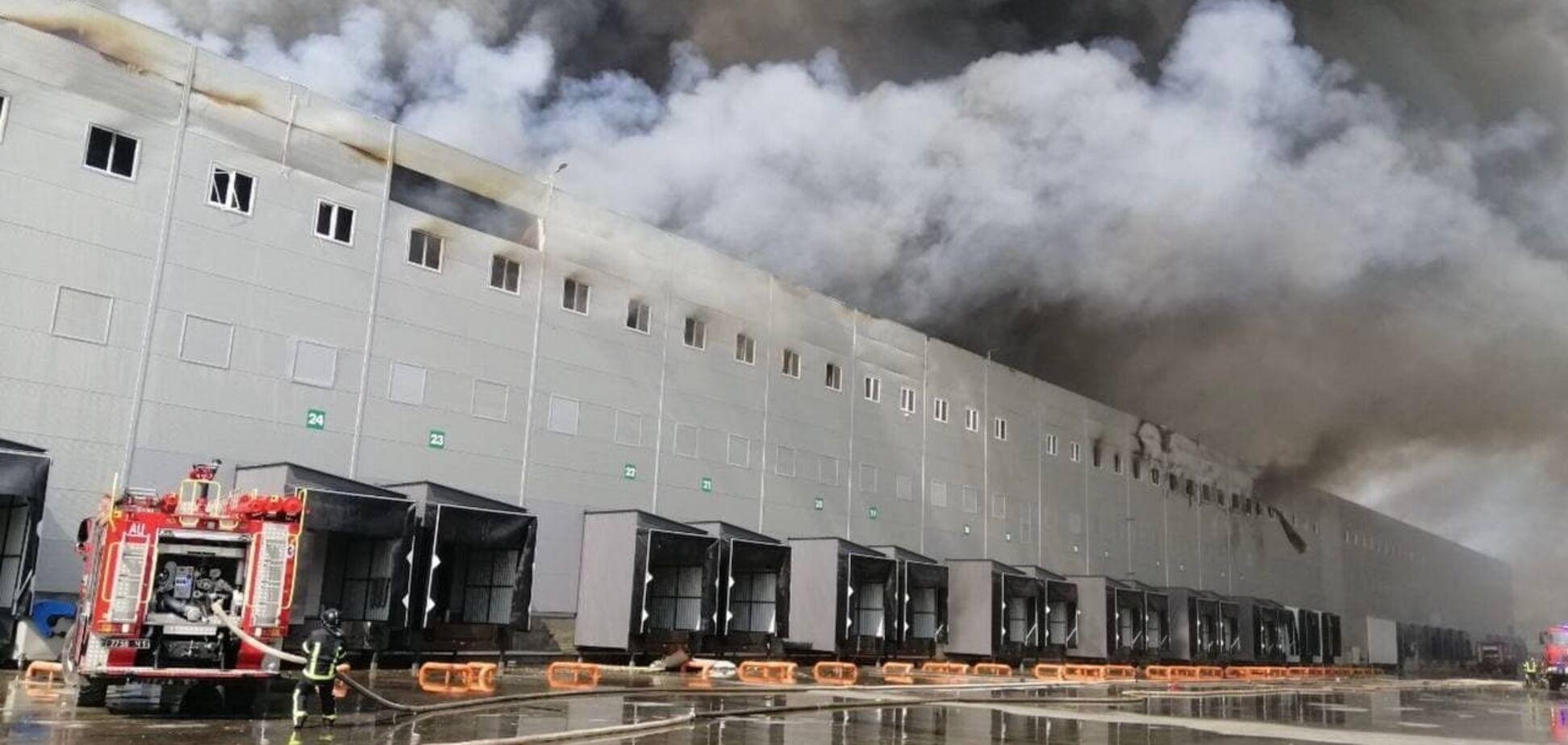 В Одеській області горять склади