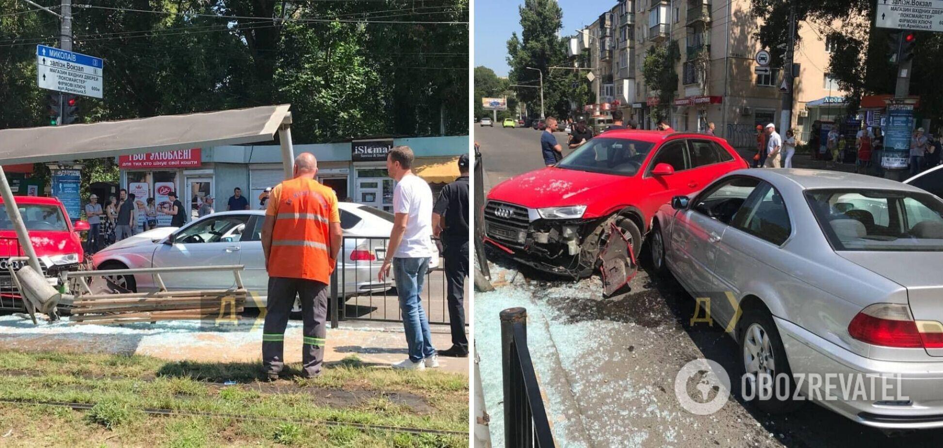 В Одесі відбулася масштабна ДТП, одна з машин влетіла в зупинку. Фото і відео з місця аварії