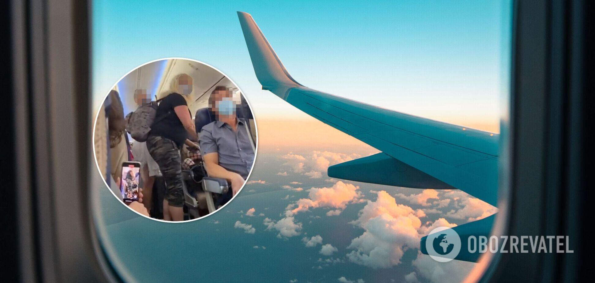 Матір з дочкою зі скандалом вигнали з літака: вони вимагали, щоб їм поступилися місцем. Відео