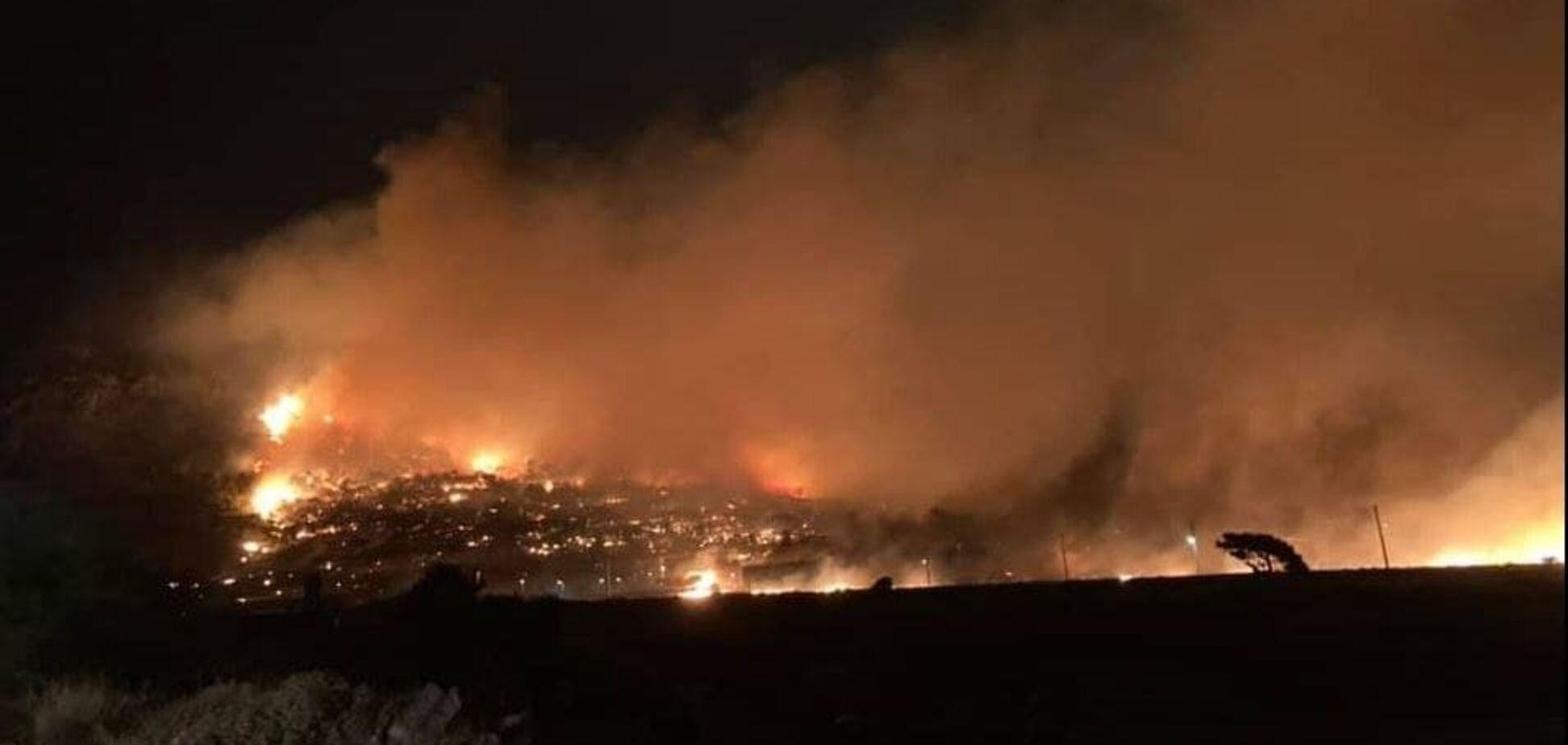 У Греції продовжують бушувати лісові пожежі