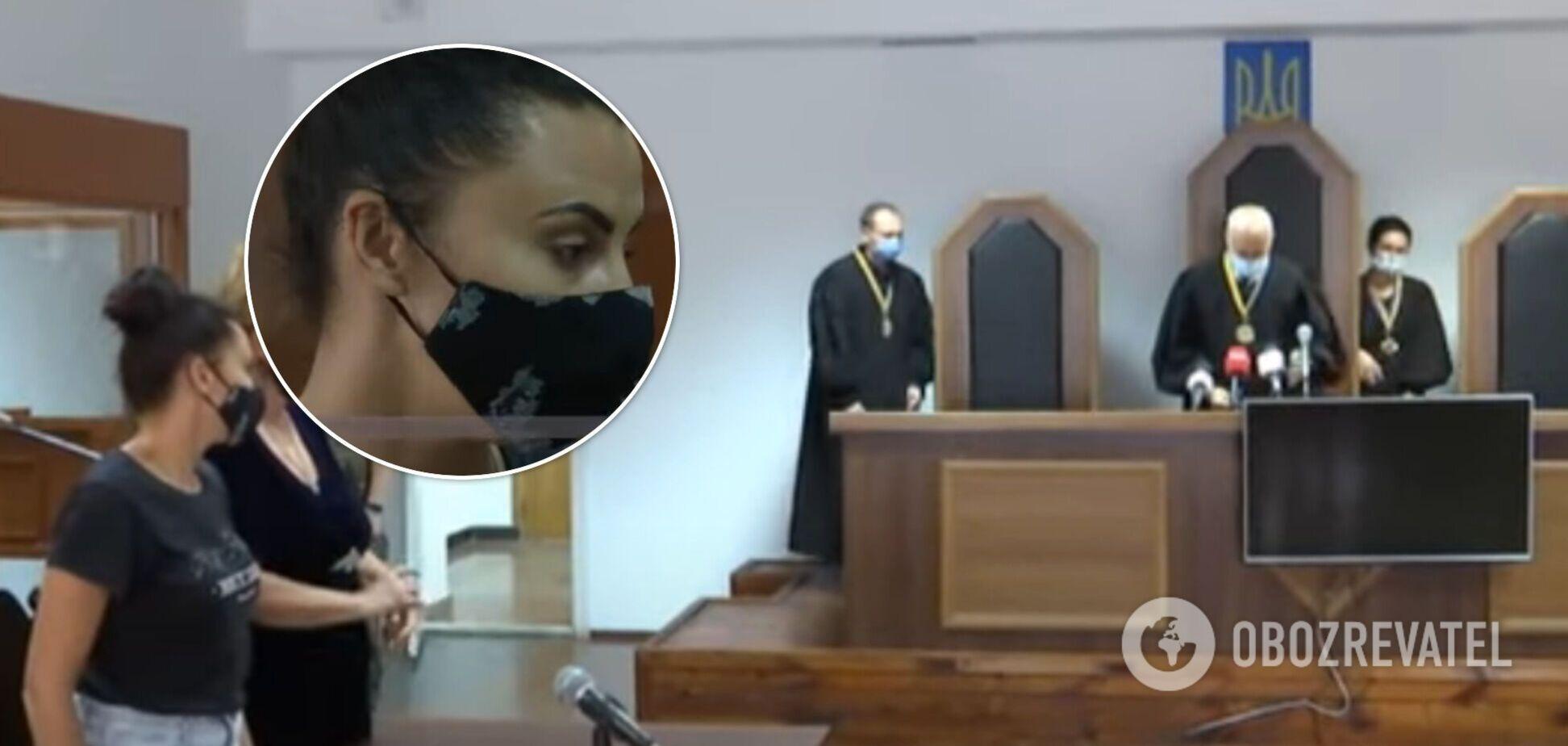 У Житомирі засуджену за співучасть у вбивстві суд відпустив додому, вона втекла. Відео