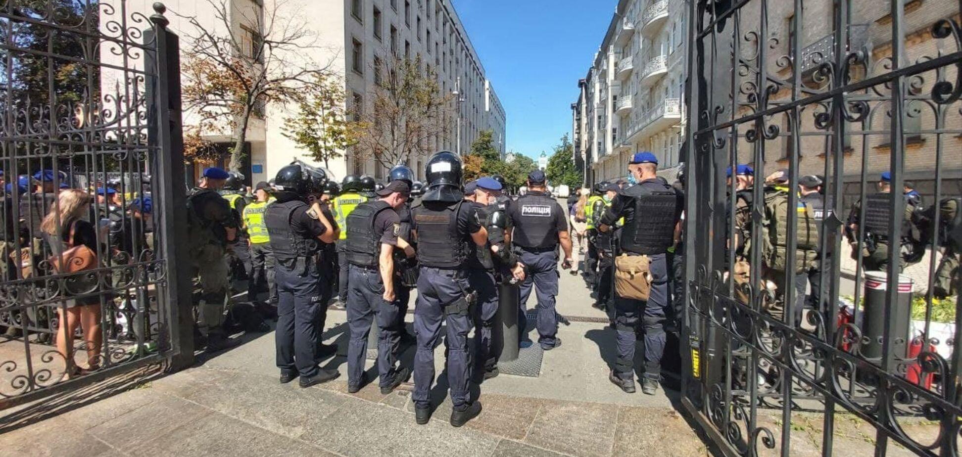 'Нацкорпус' влаштував сутички під Офісом президента: відео