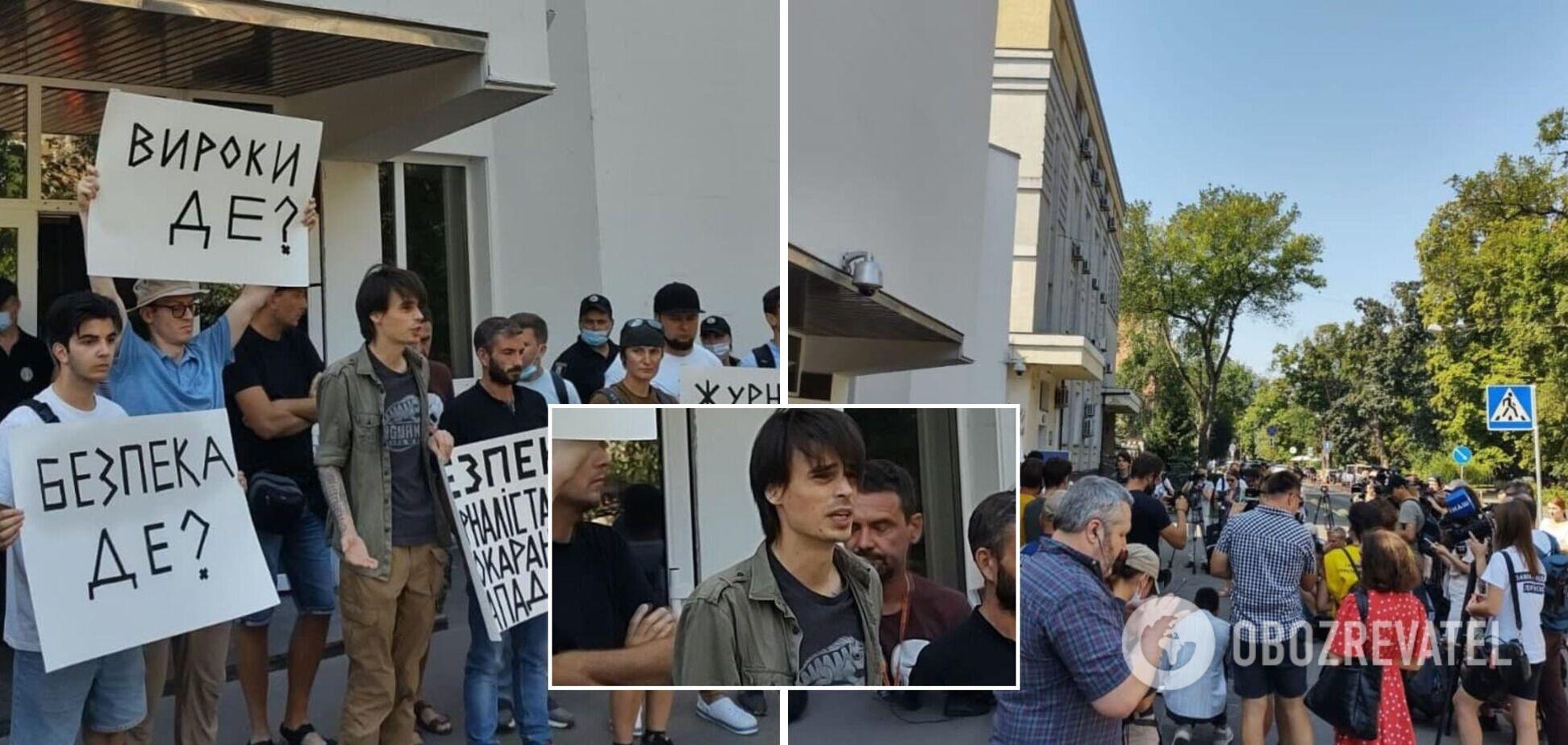 В МВД проходит акция с целью привлечения внимания к нападениям на журналистов