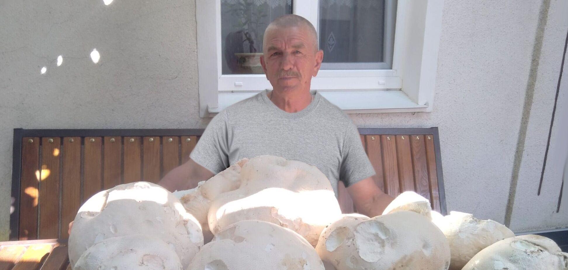 Чоловік знайшов величезні гриби