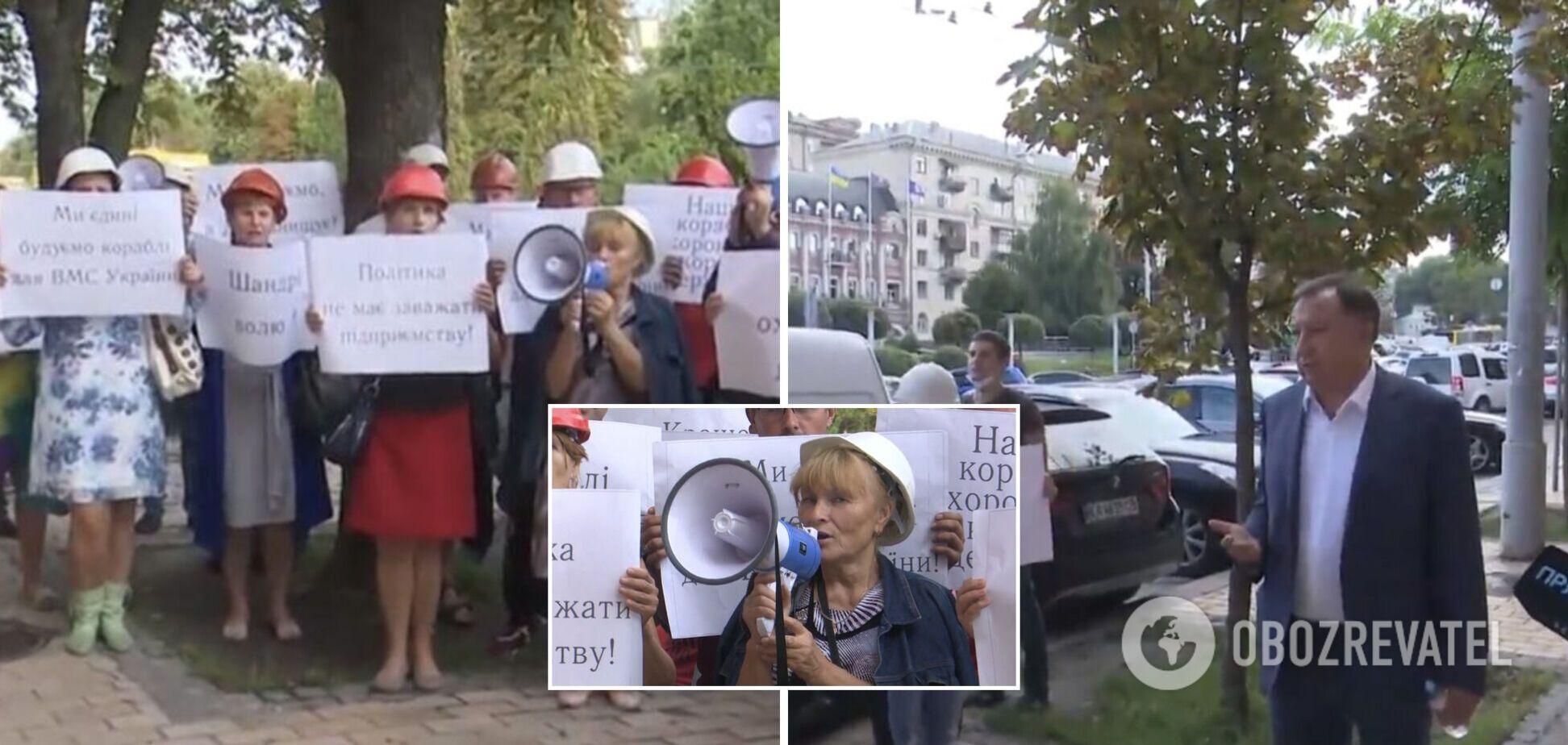 Рабочие завода 'Кузница на Рыбацком' проводят акцию в поддержку Валерия Шандры