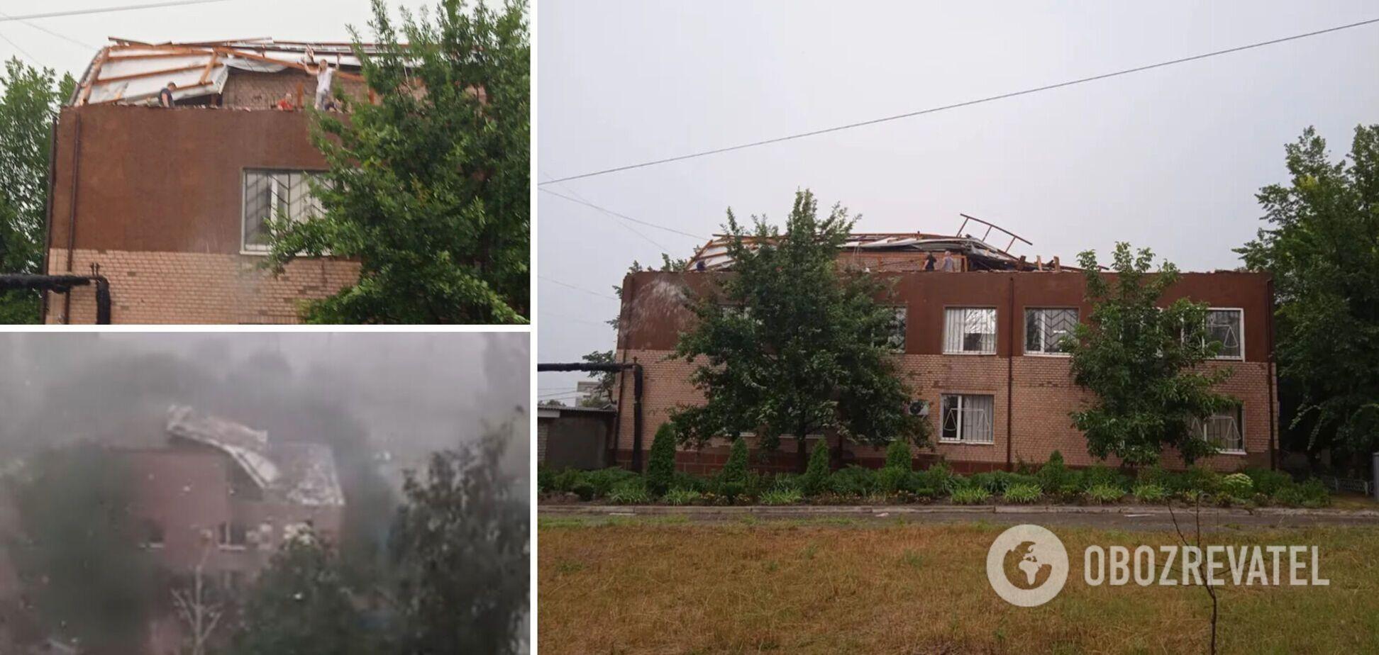 Ураган сорвал крышу суда в Первомайске: документы разлетелись по улице. Фото и видео