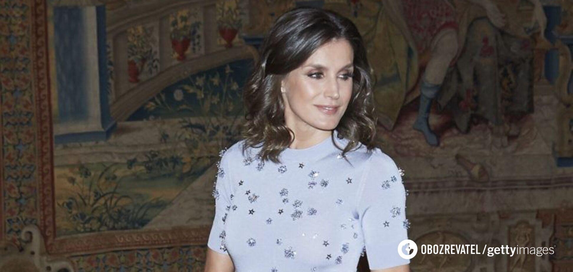 Королева Летиция появилась на публике в элегантном наряде и аксессуарах. Фото