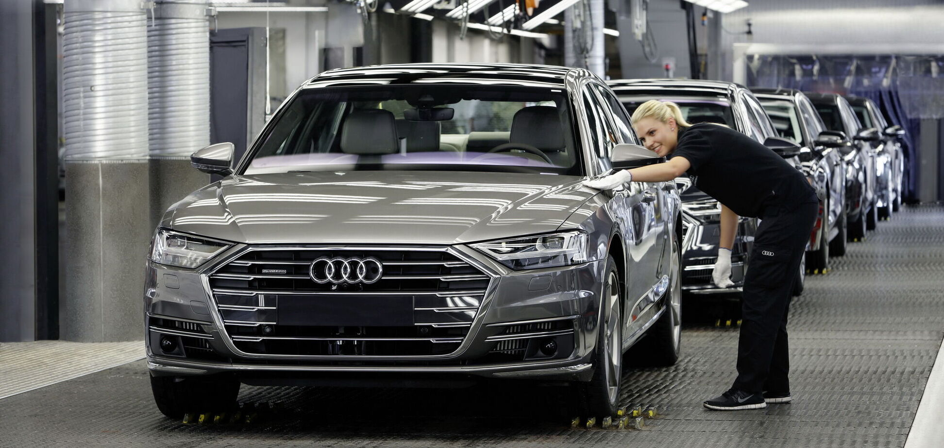 Audi зупиняє свої заводи через брак мікрочипів