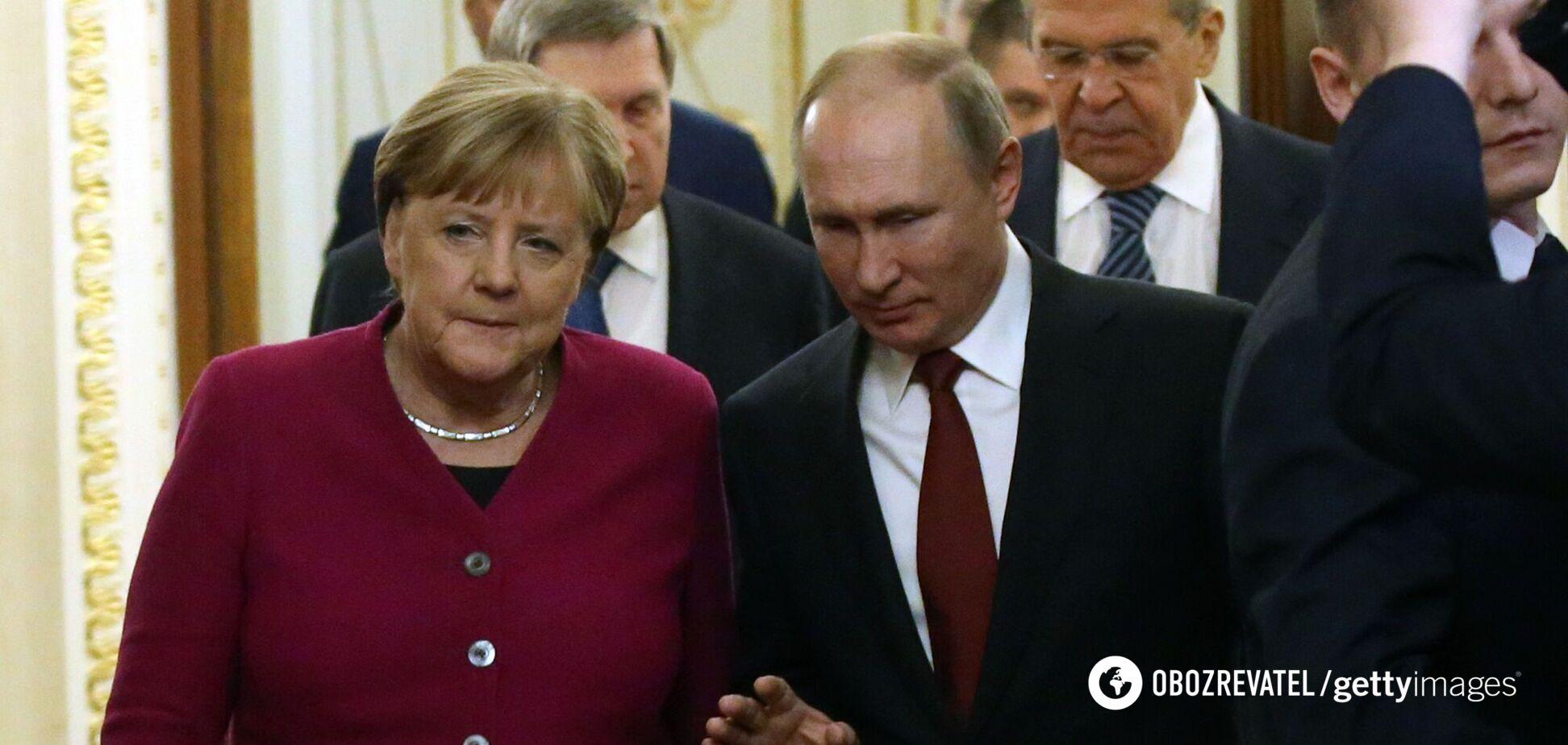 Переговоры Путина и Меркель перервал телефонный звонок. Видео