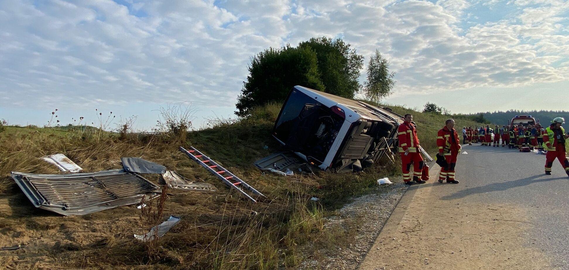 В Германии перевернулся автобус с туристами из Чехии: есть тяжело раненые. Фото