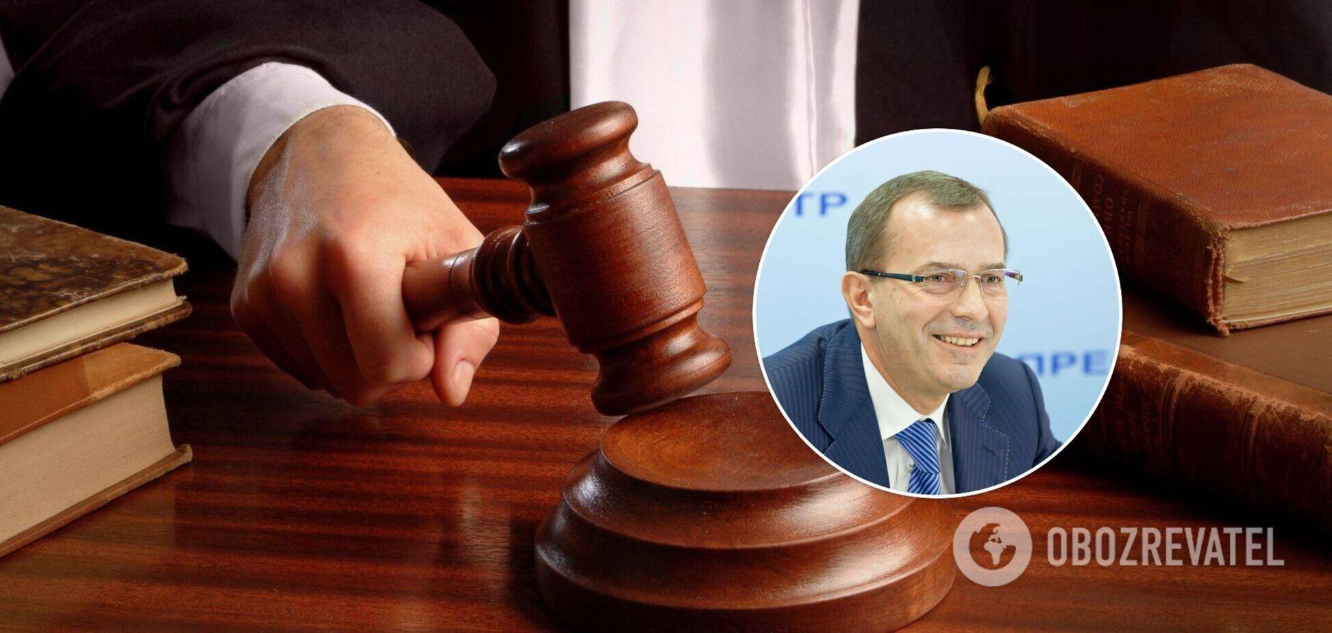 Суд отменил арест имущества родителей бывшего соратника Януковича