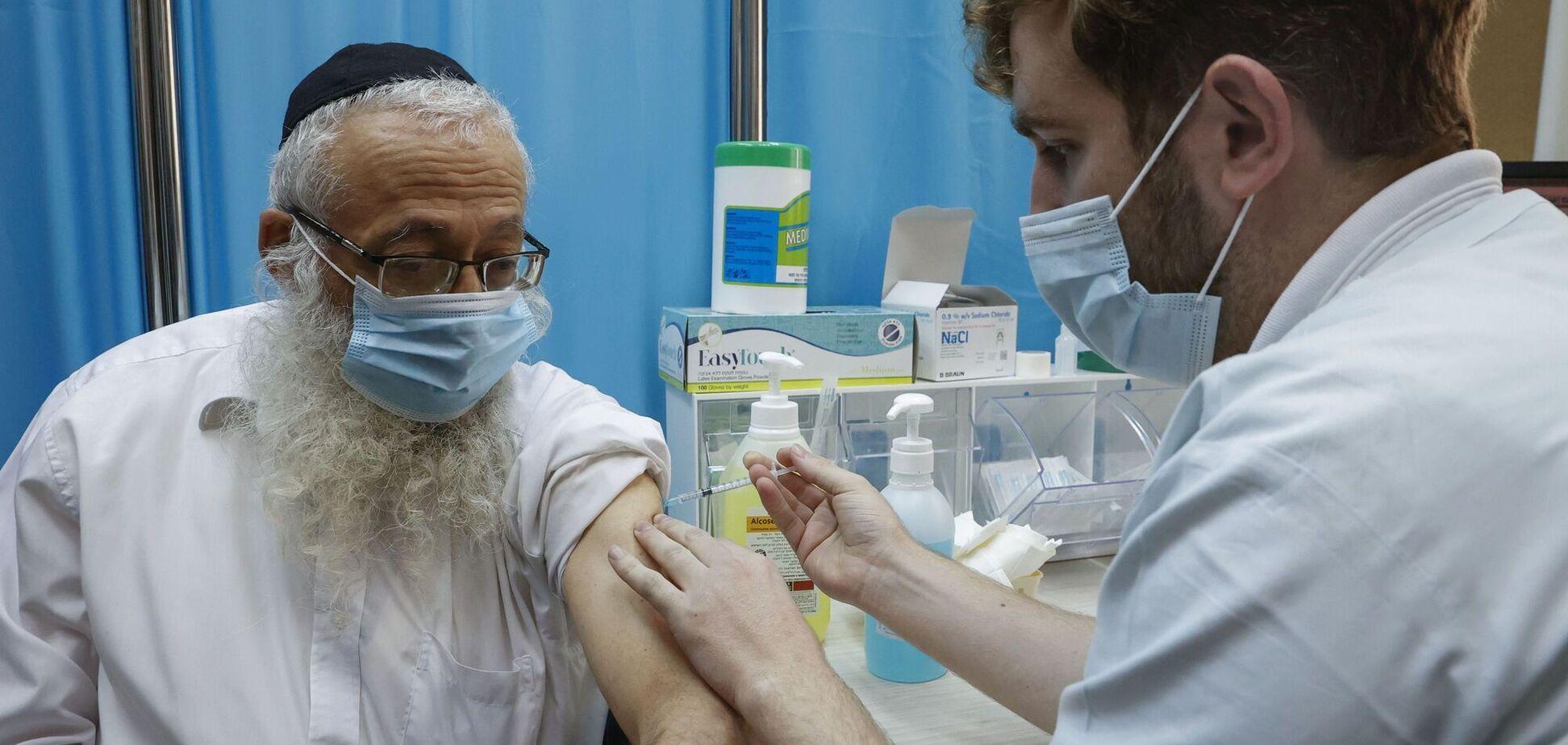 В Ізраїлі заявили, що вакцинація трьома дозами Pfizer в чотири рази ефективніша, ніж двома