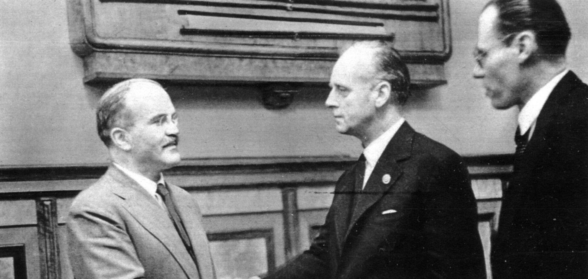 82 роки тому був підписаний пакт Молотова-Ріббентропа. Маловідомі факти про документ