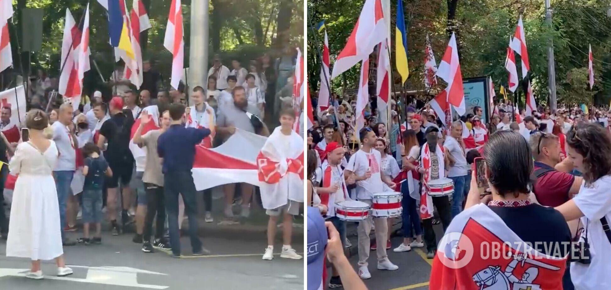В Киеве в День Независимости исполнили знаменитую кричалку о Путине. Видео 18+