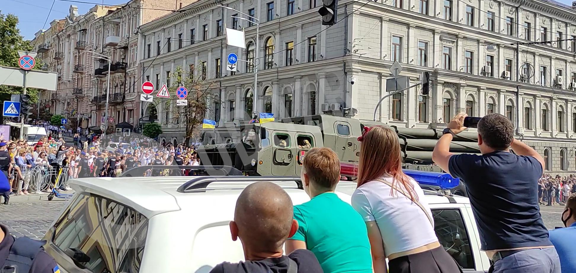Військова техніка на параді до Дня Незалежності
