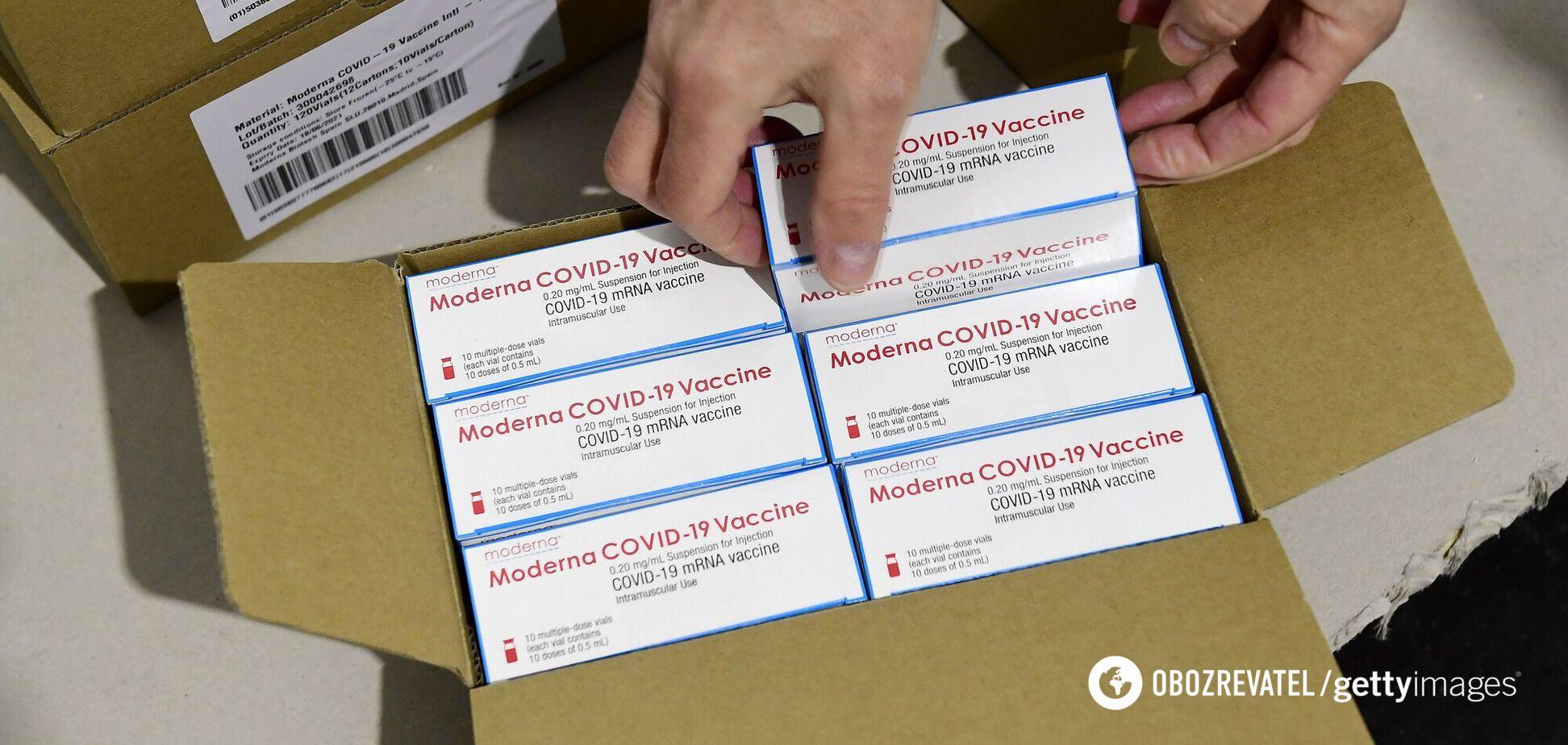 В Украине заканчивается партия вакцины Moderna: кто сможет получить прививки