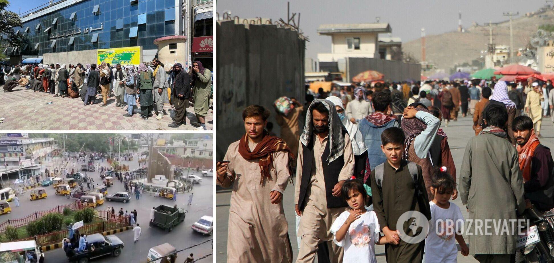 В Кабуле началась акция протеста против закрытия банков: на улицы вышли сотни людей. Фото