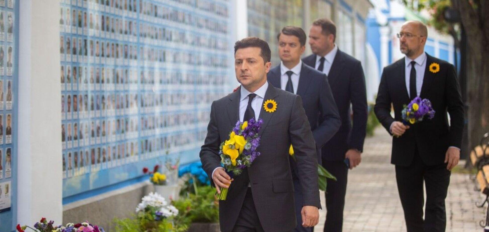 Зеленский почтил память украинских героев, погибших под Иловайском. Фото