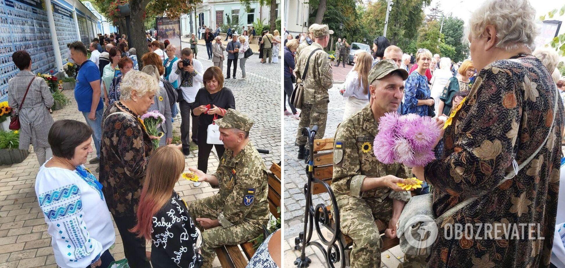 Українці масово зібралися в Києві на молебень у пам'ять про захисників України. Фото і відео