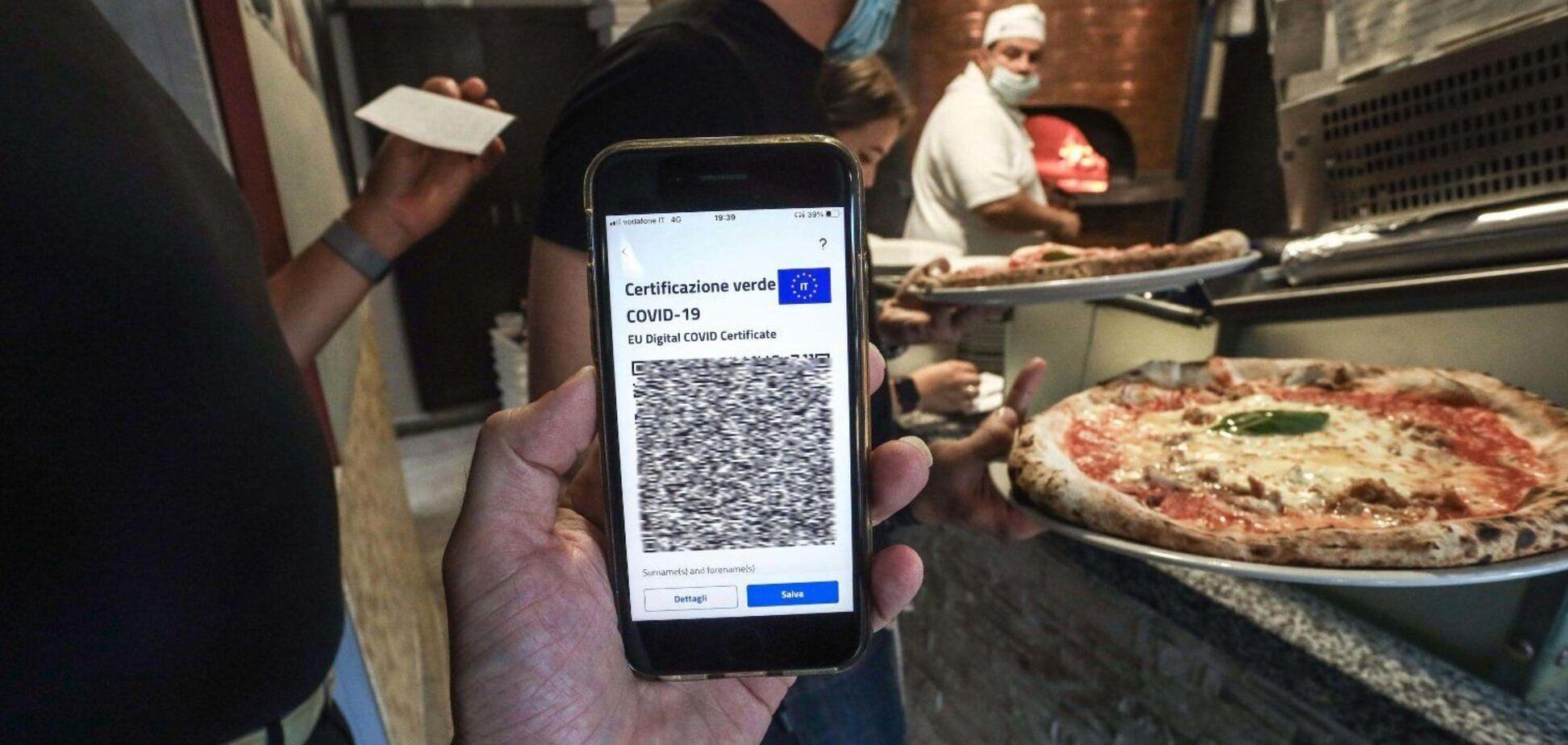 В Италии мужчину оштрафовали за обед в пиццерии без COVID-паспорта