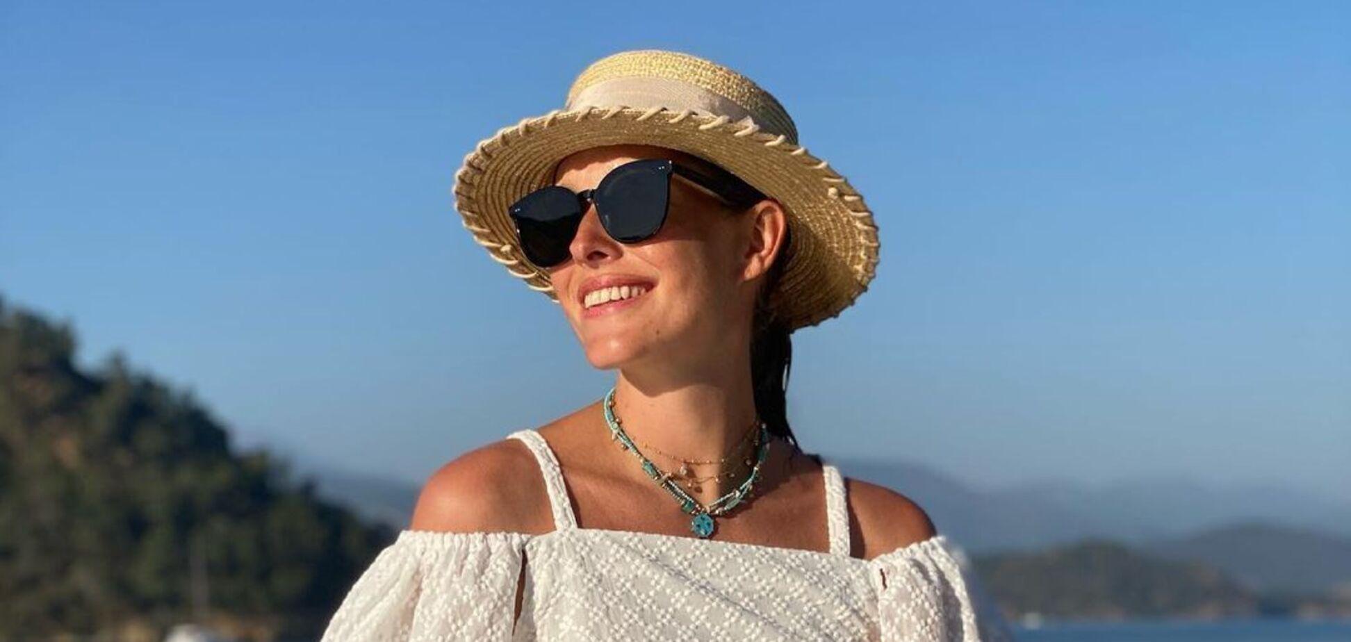Українська телеведуча Катерина Осадча позувала в купальнику