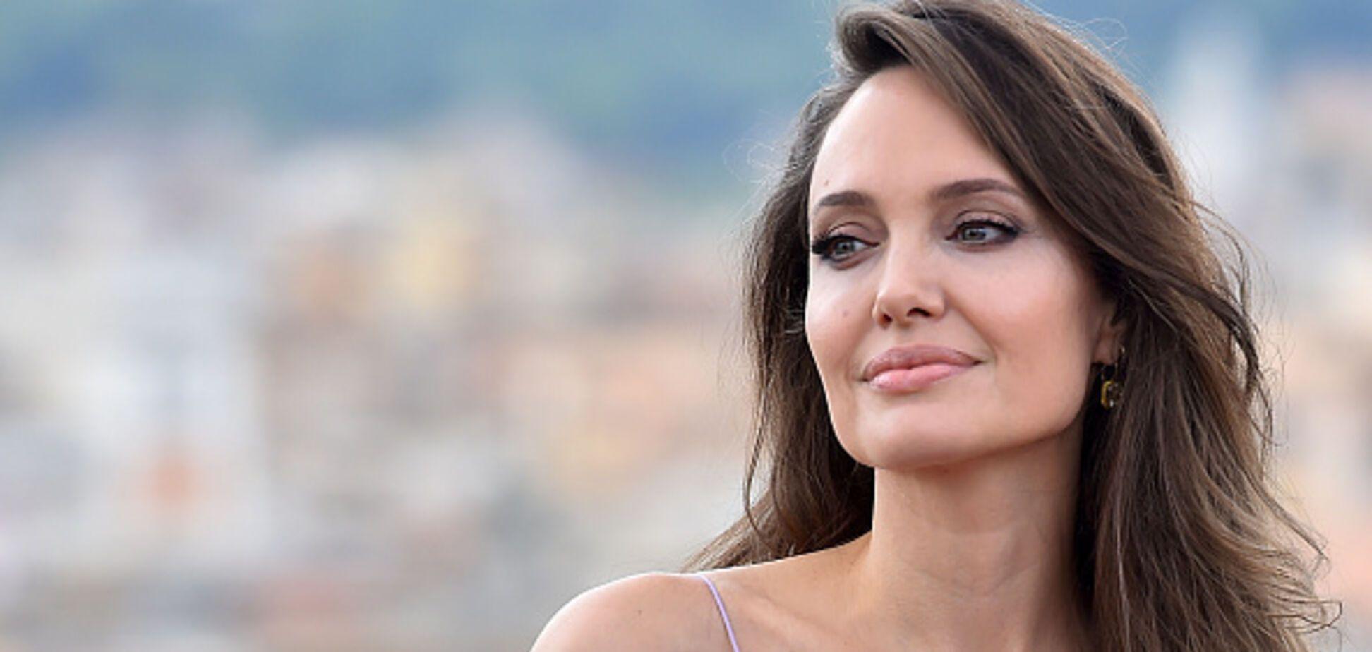 Босоніж по дахах: чарівна Анджеліна Джолі відпочила у Венеції. Фото