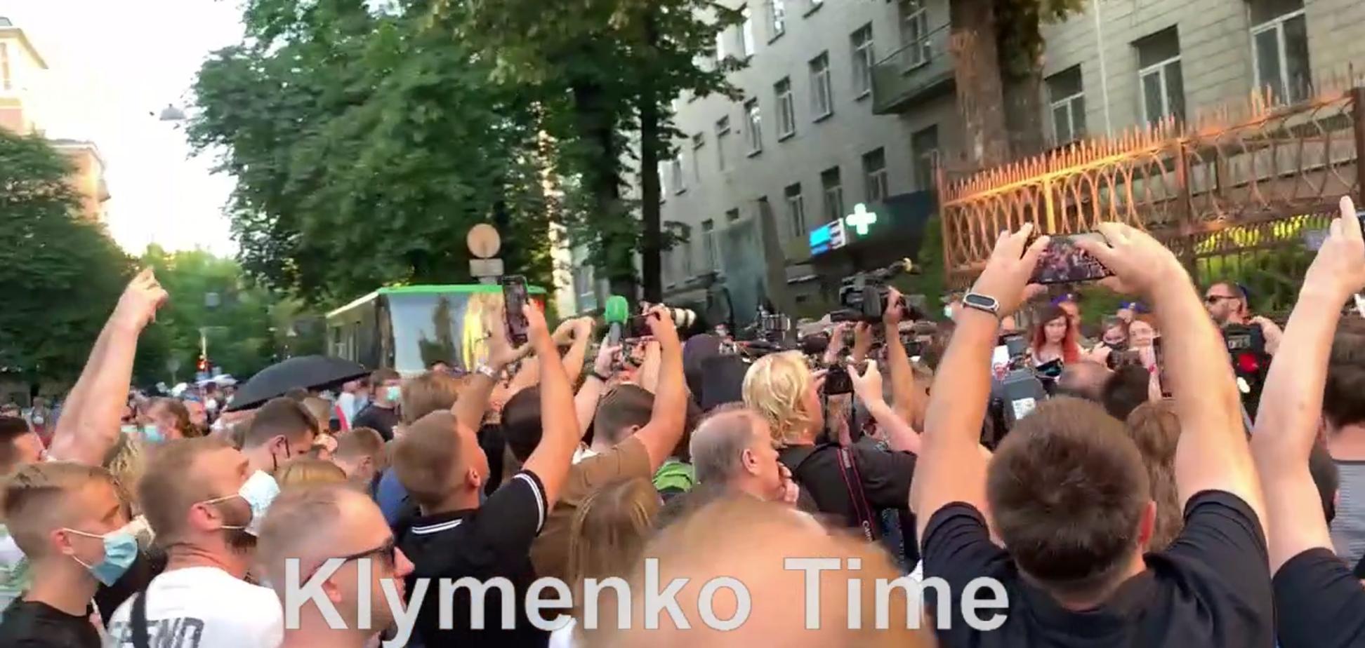 На акции под посольством Беларуси выступила гражданская жена Шишова