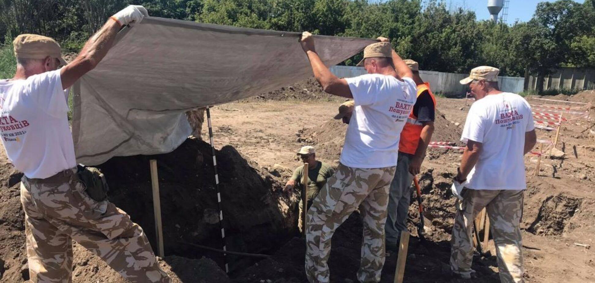 Тела засыпали мусором: возле Одессы раскопали массовое захоронение жертв НКВД