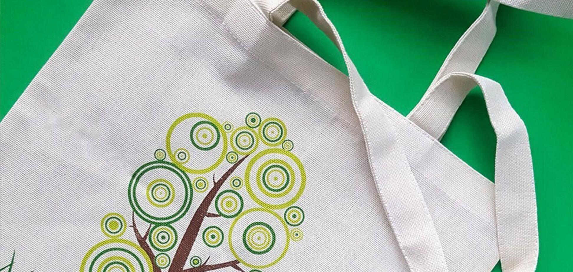 Для лета 2021 года были выпущены десятки коллекций удобных рюкзаков, сумок-чехлов, а также сумок-шопперов