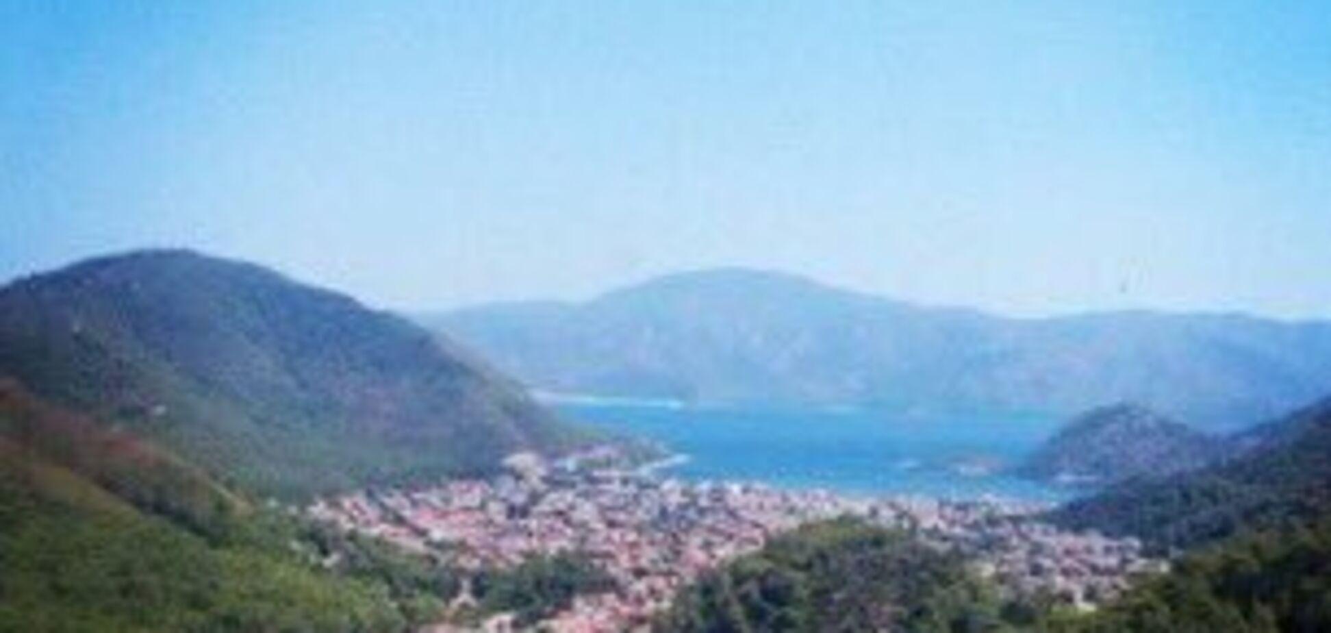 Лісові пожежі випалили землю в Туреччині